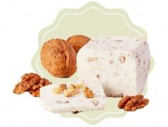 Kozí sýr přírodní s vlašskými ořechy