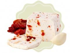 Kozí sýr přírodní s česnekem a sušenými rajčaty